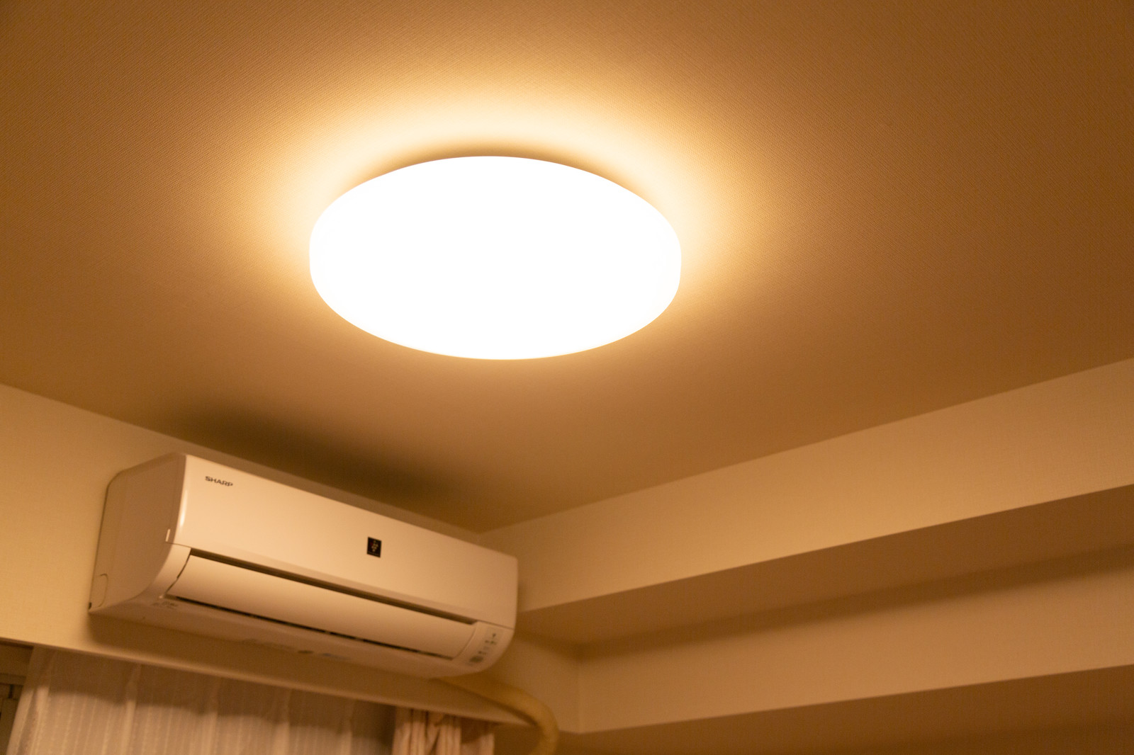 エアコンとシーリングライト