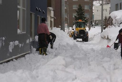 雪道と除雪車