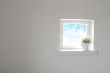 白い部屋と窓